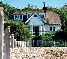 Artists Beach House, Beach House Whitstable, Whitstable Beach Houses, Tankerton Beach - love this house :) Whitstable Beach, Whitstable Kent, Beach House Tour, Coastal Homes, Coastal Living, Coastal Decor, Beacon House, Kent England, Cottages By The Sea