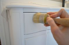 Annie Sloan Clear Wax Tips and Tricks. Learn how to use Annie Sloan wax on painted furniture.