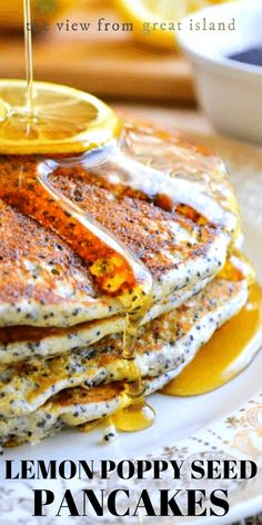 Fluffy Lemon Poppy Seed Pancakes, the lighter, brighter way to do your favorite breakfast! Breakfast And Brunch, Breakfast Bites, Breakfast Recipes, Breakfast Pancakes, Lemon Pancakes, Pancakes Easy, Pancakes And Waffles, Waffle Recipes, Top Recipes