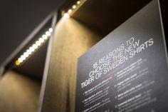 Tiger of Swedens butik på huvudgatan Kurfürstendamm har svarta bakväggar och silverfärgad inredning som lyfter fram kollektionen. De betongklädda... New Interior Design, Tiger Of Sweden, Projects