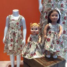Para cada lindo modelo, uma linda roupa de boneca irresistível!!!   Look Mãe, filha e boneca.  Barra Garden - Av das Américas 3255 loja 248. Entregamos para todo Brasil!!! Chame no whats App (21)982020080
