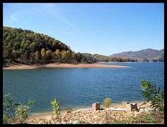 appalachian mountains of northeast tennessee | in east tennessee watauga lake nestled in the appalachian mountains ...