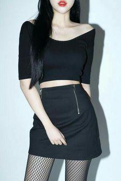 Korean Fashion Tips .Korean Fashion Tips Crop Top Outfits, Edgy Outfits, Korean Outfits, Cool Outfits, Dark Fashion, Boho Fashion, Vintage Fashion, Winter Fashion, Korea Fashion