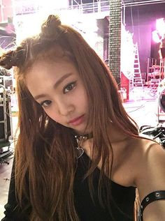 Discovered by kpop. Find images and videos about kpop, blackpink and jennie on We Heart It - the app to get lost in what you love. Blackpink Jennie, Jennie Kim Tumblr, Divas, Jenny Kim, Rapper, Black Pink, Kim Jisoo, Yg Entertainment, Korean Girl Groups