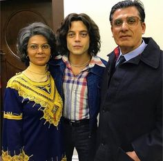 Bohemian Rhapsody is a movie starring Rami Malek, Lucy Boynton, and Gwilym Lee. The story of the legendary British rock band Queen and lead singer Freddie Mercury, leading up to their famous performance at Live Aid Queen E, Queen Band, Rami Malek Queen, Beautiful Family, Beautiful People, Queen Movie, Roger Taylor, Ben Hardy, Queen Freddie Mercury