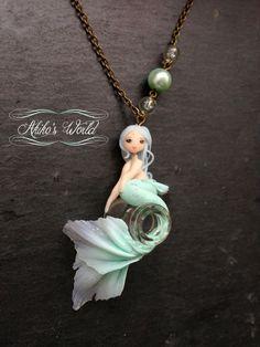 Collier sirène bleu-vert et translucide paillettée par AkikosWorld