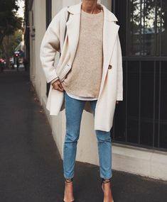 Blue jeans with beige sweater and beige coat - - Simple everyday denim outfit. Blue jeans with beige sweater and beige coat Fashion Outfits-summer clothes-clothes-fashion out. Outfit Jeans, Denim Outfits, Mode Outfits, Fashion Outfits, School Outfits, Blue Sweater Outfit, White Coat Outfit, Sweater Outfits, Beige Outfit
