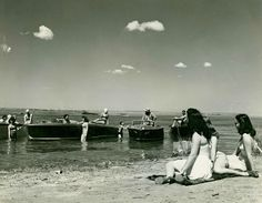 Gaggle of boats and girls, ca. 1940s