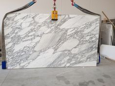 Awesome slab of Arabescato marble from Carrara italy Arabescato Marble, Carrara Marble, Cloud 9, Mid Century Modern Furniture, White Marble, Decorative Accessories, Bedding, Italy, Dining