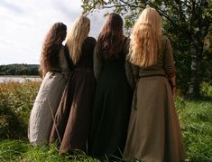 medieval ladies Left to right R,J,I,F Modest Outfits, Modest Fashion, Fashion 2018, Story Inspiration, Character Inspiration, Story Ideas, 4 Sisters, Weird Sisters, Sisters Forever