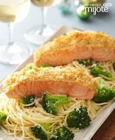 Oven-Roasted Salmon for Two – Two is better than one, so make this salmon dish to share tonight. Wow your guest with this delicious seafood pasta recipe—that takes just 30 minutes to make for your din(Bake Salmon Marinade) Seafood Pasta Recipes, Seafood Dishes, Easy Chicken Recipes, Salmon Recipes, Fish Recipes, Easy Dinner Recipes, Healthy Recipes, Oven Roasted Salmon, Baked Salmon