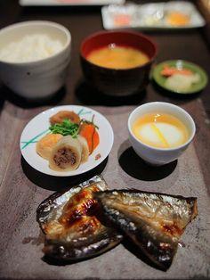 熊野倶楽部・朝食:温泉卵、焼き魚、炊き合わせ、ご飯、お味噌汁、香の物