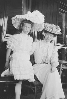"teatimeatwinterpalace: ""Princess Victoria of Wales with her second cousin Grand Duchesses Maria Nikolaevna. """