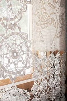 Curtains from from vintage lace and doilies. Craft and DIY Projects and Tutorials Doilies Crafts, Lace Doilies, Crochet Doilies, Filet Crochet, Crochet Borders, Crochet Squares, Crochet Curtains, Lace Curtains, Country Curtains
