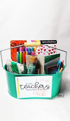 Teacher appreciation gift ideas plus free printable cards. Perfect for teacher appreciation week or the end of the school year. Teacher appreciation gift ideas plus free printable cards. Perfect for teacher appreciation week or the end of the school year. Teacher Gift Baskets, Teacher Treats, Science Teacher Gifts, Gifts For Student Teachers, Gift Ideas For Teachers, Mentor Teacher Gifts, Teacher Graduation Gifts, Free Printable Cards, Teacher Supplies