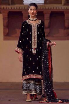 Pakistani Bridal Dresses, Pakistani Dress Design, Pakistani Outfits, Indian Outfits, Party Wear Dresses, Dress Outfits, Shadi Dresses, Eid Dresses, Winter Dresses