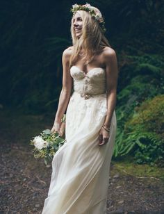 Beautiful bohemian wedding dress. Pretty, simple and easy to wear.