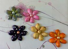 Las Manualidades de Yiya: Flores hechas con cáscaras de pistacho.