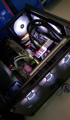 Any desktop gamer would know that along with a high-end graphics card, there needs to be a top-notch gaming monitor to complement it. Custom Computers, Custom Gaming Computer, Gaming Computer Setup, Gaming Pc Build, Computer Build, Gaming Pcs, Gaming Room Setup, Gaming Desktop, Pc Setup