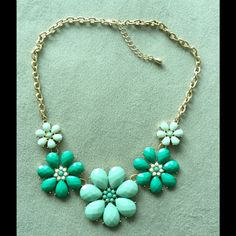 Statement necklace Green and mint green! Jewelry Necklaces