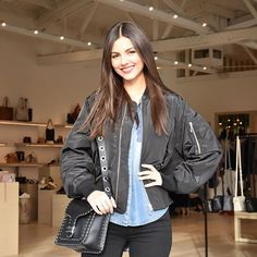 @victoriajustice Come watch me walk the @rebeccaminkoff runway showthis Saturday at 4:30pm@theg