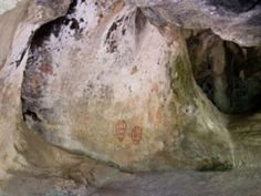 View Aboriginal cave art at the Ngaro Cultural Site in the Whitsunday Islands