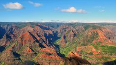 If you're looking for a place which looks like a garden, pack your bags and go to Kauai. It is known as the Garden Isle of Hawaii. Learn why Kauai is one of the most favorite tourist destinations in the Big Island. Hawaii Tours, Hawaii Destinations, Kauai Hawaii, Hawaii Travel, Waimea Canyon, Kauai Vacation, Vacation Ideas, Kauai Island