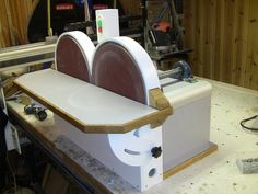 Shopmade Double Disc Sander Dang i love when people make cool stuff that i've never thought of.  Thanks! -JD
