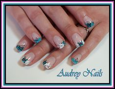 French lacet + pointillés+ strass (Iloupitchou) par Audrey Nails 91