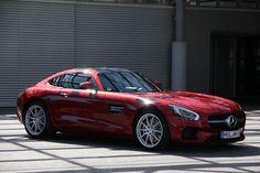 Mercedes-AMG GT in designo hyazinthrot metallic  [Kraftstoffverbrauch kombiniert: 9,3 l/100 km; CO2-Emissionen kombiniert: 216 g/km.]