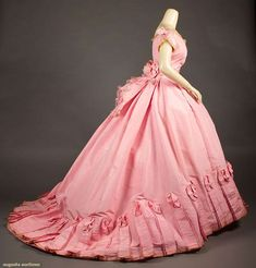 bubblegum pink silk ball gown, w/self-fabric bow trim to shoulde… - Historical Dresses Vintage Outfits, Vintage Gowns, Vintage Mode, 1800s Fashion, Victorian Fashion, Vintage Fashion, 1800s Dresses, Victorian Ball Gowns, Victorian Era