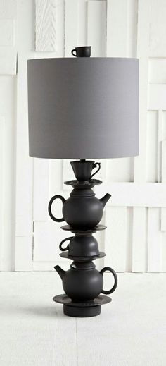 Teapot stack lamp- from Alice and The Wonderland- Have I gone mad? Luminaria Diy, Alice In Wonderland Room, Luminaire Original, Diy Luminaire, Diy Holz, Lamp Shades, Lamp Light, Diy Furniture, Furniture Vintage