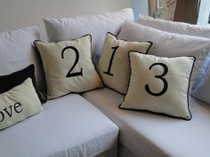 Almohadones de lienzo bordados
