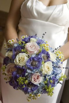Natural design of roses, scabious, daisies, lavender and hydrangeas