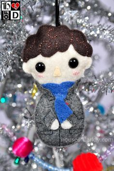 Matrushka and kokeshi inspired felt ornament series for fun: Sherlock Holmes (BBC Sherlock) Hand sewn little dudes. Christmas Crafts, Christmas Decorations, Christmas Ornaments, Sherlock Crafts, Sherlock Holmes Bbc, Sherlock 3, Wallpaper Aesthetic, Geek Crafts, Idee Diy