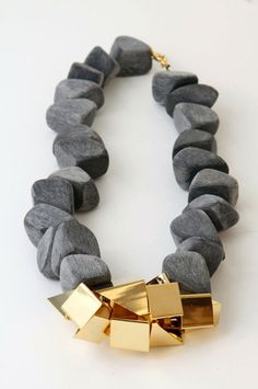 Charcoal and Gold necklace. if I wore chunky jewelry Modern Jewelry, Jewelry Art, Gold Jewelry, Jewelry Accessories, Jewelry Necklaces, Fashion Jewelry, Fine Jewelry, Fashion Accessories, Pearl Necklaces
