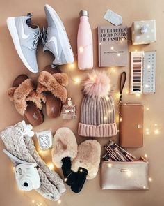 My Favorite Comfy-Cozy Outfits - The Darling Detail Christmas gifts f. My Favorite Comfy-Cozy Outfits - The Darling Detail Christmas gifts fashion Winter Christmas Gifts, Christmas Gifts For Teen Girls, Holiday Gifts, Christmas Fashion, Wishlist Christmas, Teen Girl Gifts, Cheap Christmas, Christmas List Ideas, Christmas Decorations