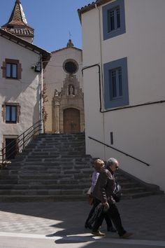L'Església de Sant Martí documentada l'any 898, està catalogada dins l'Inventari del Patrimoni Arquitectònic Català. Dels seus orígens només se'n conserva la zona de la pila baptismal, d'estil Romànic, la resta, del s. XIX, és d'estil Barroc, situada a Viladrau, Osona, Catalunya.
