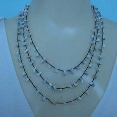 Colar crochê feito com pedra natural Houlita e linha branca própria para bijuterias. R$18,00