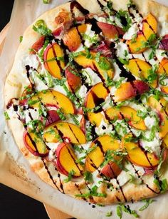 Three Cheese Peach and Prosciutto Pizza with Basil and Honey Balsamic Reduction - Cooking Classy (Grilled Pizza Recipes) Prosciutto Pizza, I Love Food, Good Food, Yummy Food, Peach Pizza, Pizza Facil, Cooking Recipes, Healthy Recipes, Delicious Recipes