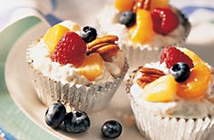 For a low-fat, low-calorie dessert, try this Cold and Creamy Fruit Cups recipe. This dish combines fresh or frozen fruit with fat-free sour cream, fat-free cream cheese and pecans. Only 75 calories pe Low Sugar Desserts, Light Desserts, Healthy Dessert Recipes, Fun Desserts, Diabetic Recipes, Frozen Fruit Cups, Easy Summer Meals, Summer Recipes, Sugar Free Recipes