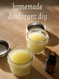 Easy recipe to make your own homemade deodorant with step by step instructions (Diy Step Essential Oils) Best Organic Deodorant, Natural Deodorant, Deodorant Recipes, Homemade Deodorant, Make Your Own Deodorant, Salve Recipes, Diy Cosmetic, Diy Beauty Makeup, Homemade Beauty Products