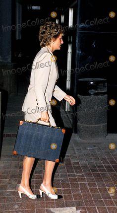 Princess Diana Leaves For Hong Kong Heathrow Airport Photo:dave Parker-alpha-Globe Photos Inc 1995 Princessdianaretro