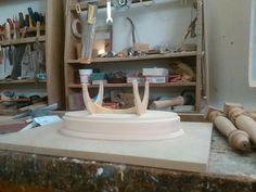 Preparazione di una base x statua in argilla...