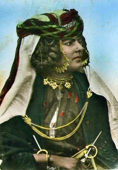 Africa | Ouled Naïls woman.  Algeria || Vintage postcard