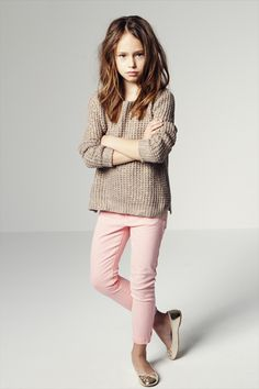 Zara Kids - this is def Julia's style! She has couple outfits like this one, not from Zara though (they dont have her size - yet) but from baby Gap! Tween Fashion, Little Girl Fashion, Look Fashion, Zara Kids, Moda Tween, Jeans Rosa, Girl Outfits, Cute Outfits, Little Fashionista