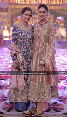 Brides sisters on the Mehndi Shadi Dresses, Pakistani Formal Dresses, Pakistani Party Wear, Pakistani Wedding Outfits, Pakistani Dress Design, Asian Bridal Dresses, Bridal Outfits, Indian Dresses, Designer Party Wear Dresses