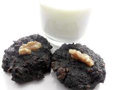 Wouhaaaa, wouhaaaa! La voici, la voilà : directement venue de cet endroit que l'on nomme le paradis, la galette méga santé de la mort qui tue. Oh! Âmes sensibles, pardonnez-moi cette expression un peu… trop… hum… fatata! Cette galette est la preuve, en pâte cacaotée et en noix, que manger santé… c'est le pied. Avertissement!... Healthy Brownies, Healthy Cookies, Healthy Snacks, Brownies Sains, Brownies Cacao, Desserts With Biscuits, Muffin Bread, Keto Bombs, New Cooking