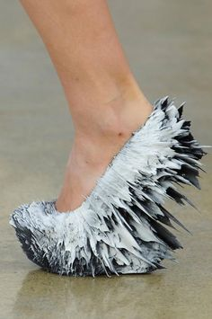 'Oh yes, these look comfy', said no one ever! Iris Van Herpen (what was Iris thinking? Weird Fashion, Fashion Shoes, Style Fashion, Woman Fashion, Fashion Details, Fashion Outfits, Crazy Heels, 3d Mode, Shoe Boots