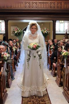 wedding of Julia Ogden with Darcy Garland… Old Tv Shows, Movies And Tv Shows, Murdock Mysteries, Detective Shows, Actors & Actresses, Favorite Tv Shows, Mystery, Vintage Outfits, Dress Up